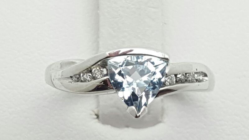 Lady's Aquamarine & Diamond Ring 7 Diamonds .09 Carat T.W. 14K White Gold