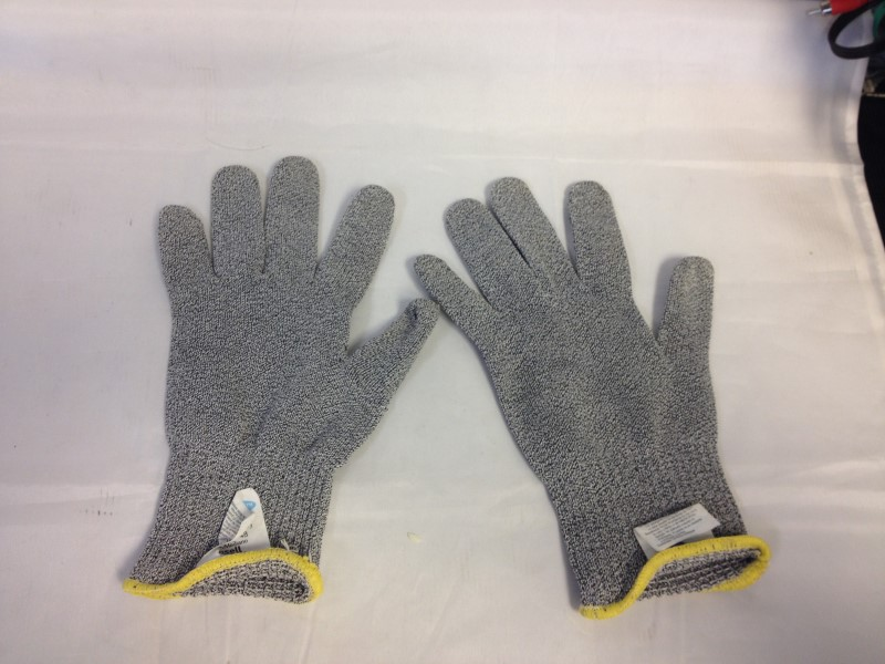 ANSELL Miscellaneous Tool MEDIUM CUT RESISTANT SAFETY GLOVES