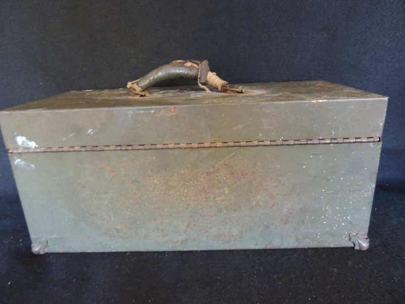 UNITED STATES ARMY M5 STEEL CHEST BOX with TRAY SERIAL NUMBERED WORKING
