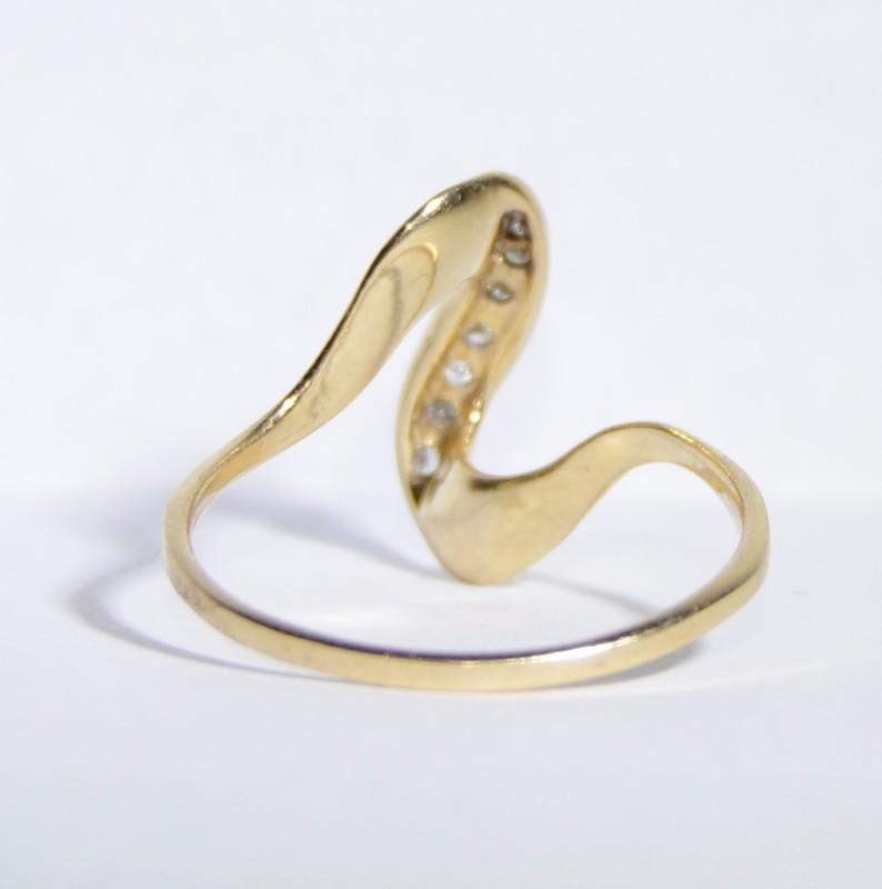 10K Yellow Gold Simple & Elegant Diamond Swirl Ring Size 8.75