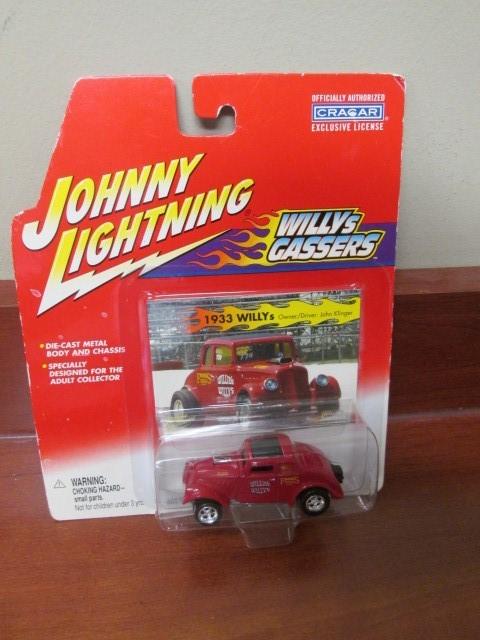 2002 JOHNNY LIGHTNING TOY CAR
