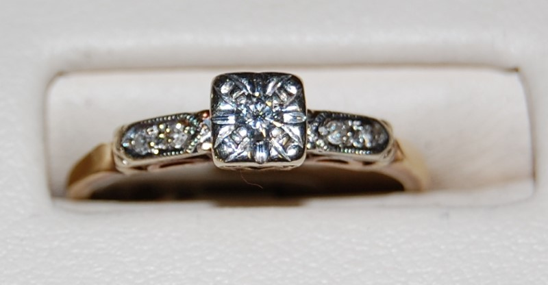 14K Yellow Gold Lady's Diamond Engagment Ring 1.8G 0.13CTW Size 6.75
