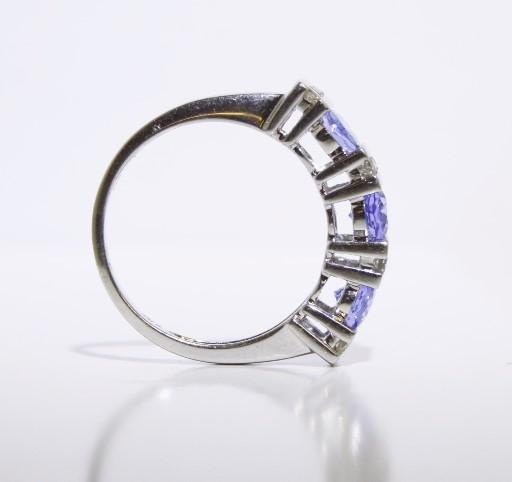 Tanzanite & Diamond Ring 16 Diamonds .16 Carat T.W. 14K Size 7