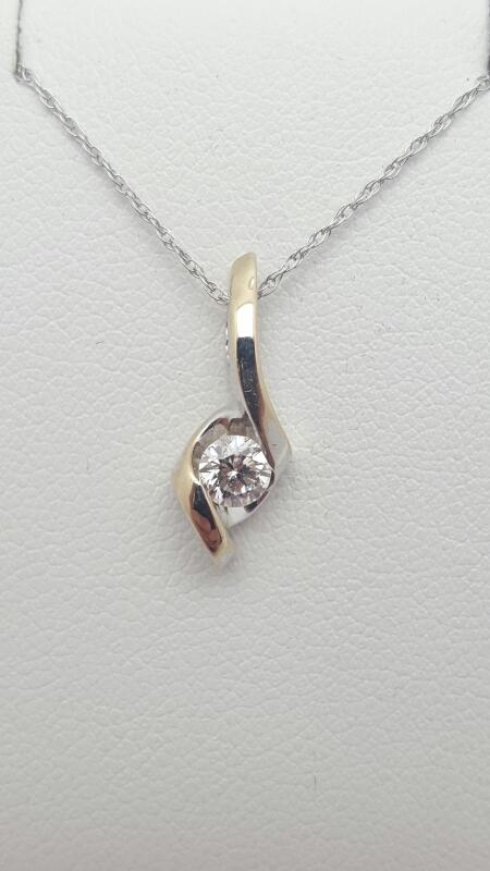 Gold-Diamond Solitaire Pendant .26 CT. 14K White Gold 1.2g