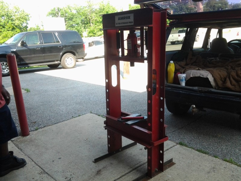 AMROX 20-TON HYDRAULIC PRESS