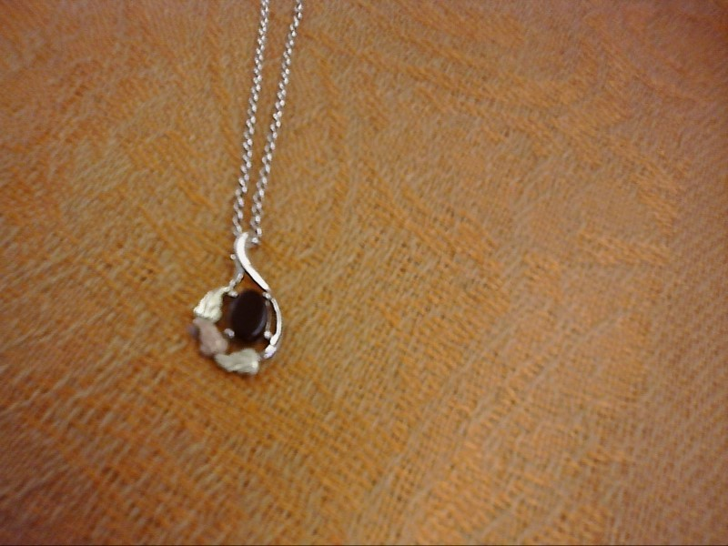 NECKLACE JEWELRY JEWELRY BLACK HILLS SILVER; 3 LEAVES AROUND BLACK OVAL STONE NE