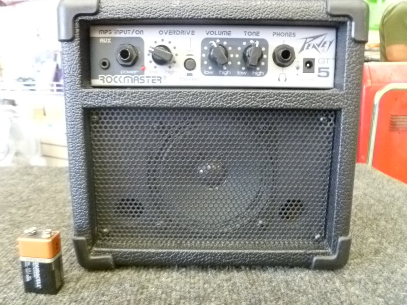 PEAVEY ROCKMASTER GT-5 AC OR BATTERY POWER