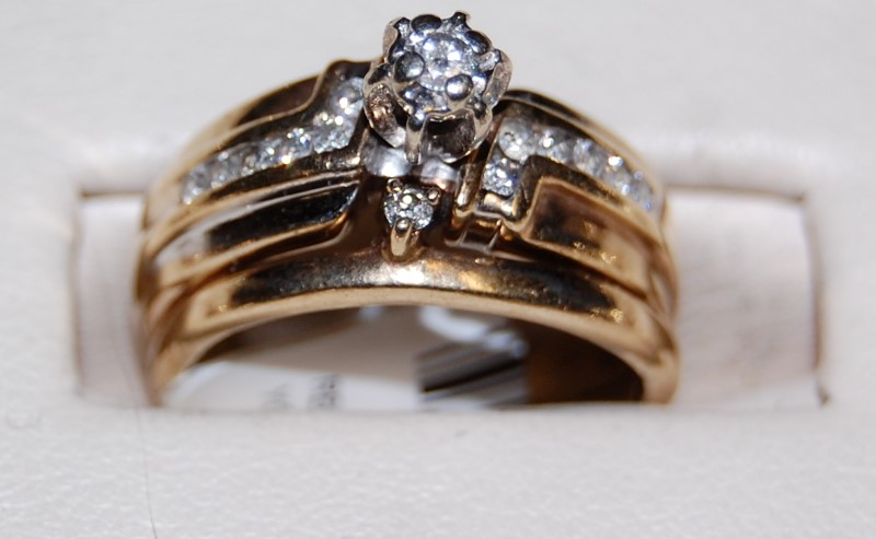 10K Yellow Gold Lady's Diamond Wedding Sets 4.3G 0.33CTW Size 5.25
