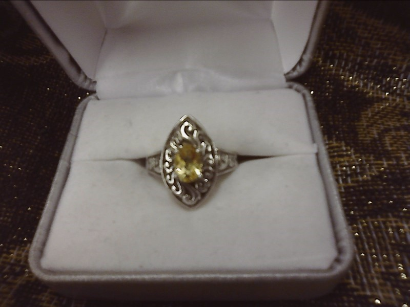 STERLING SILVER RING W/ OVAL SETTING - OVAL CITRINE IN CENTER SIZE: 7