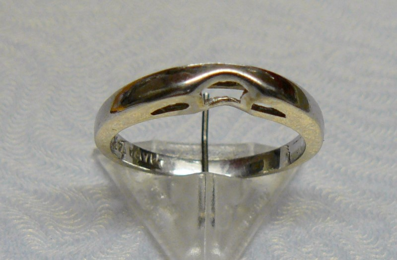 Lady's Gold Wedding Band 14K White Gold 1.3dwt Size:5