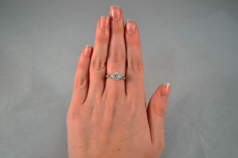 White Stone Lady's Silver & Stone Ring 925 Silver 1.8g Size:7