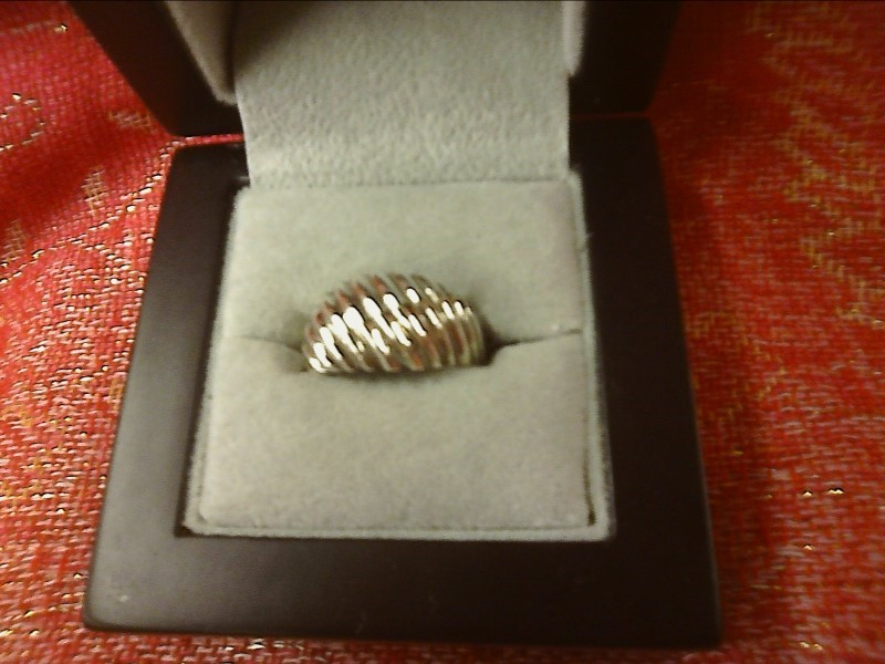 STERLING SILVER RING WITH DOME DESIGN - LINES OVER TOP SIZE: 7