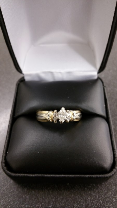 Lady's Diamond Solitaire Ring 3 Diamonds .29 Carat T.W. 14K Yellow Gold 4.3g