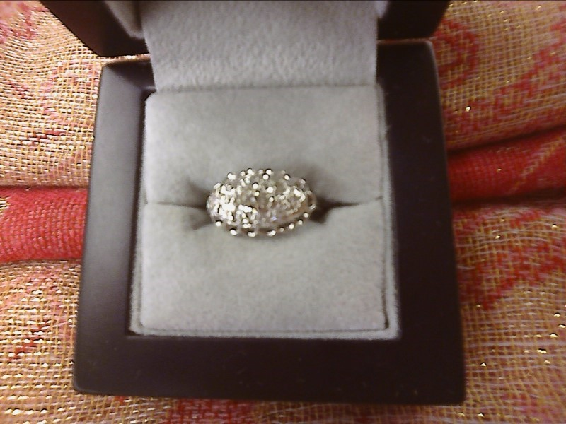 14K WHITE GOLD RING-.33 CENTER DIAMOND W/ SMALL DIAMONDS AROUND IN OVAL SIZE: 5