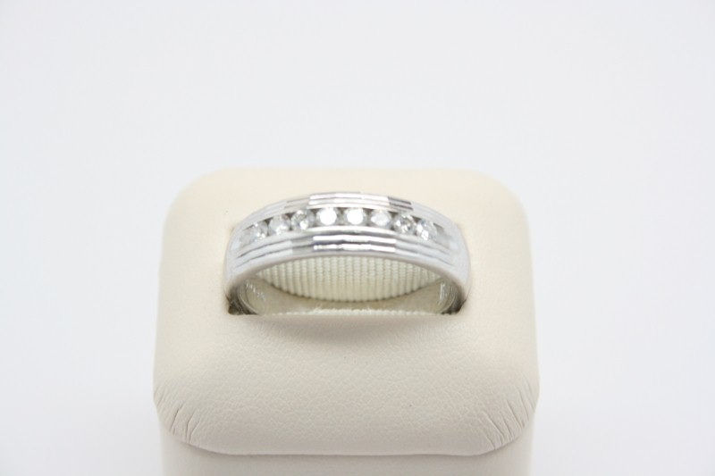 GENT'S DIAMOND WEDDING BAND 14K WG