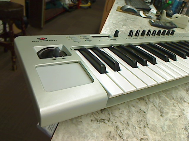 NOVATION KEYBOARD REMOTE 49LE