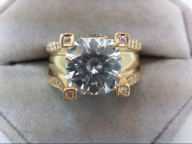 Lady's Gold Ring 14K Yellow Gold 8.9g