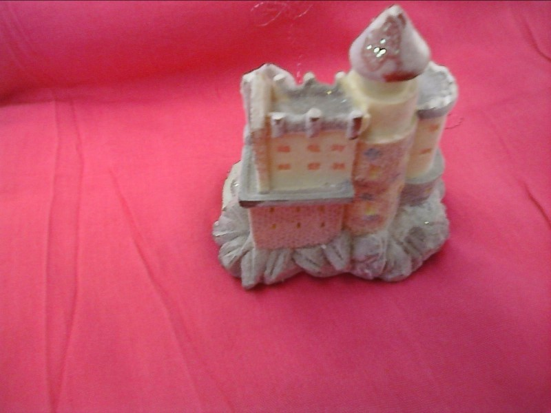FIGURINES COLLECTIBLES MISC USED MERCH MISC USED MERCH; WHITE SAND CASTLE