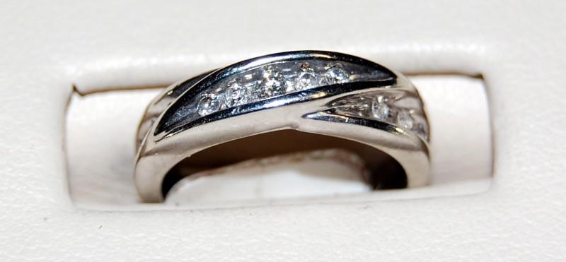 Lady's Diamond Wedding Band 11 Diamonds .21 Carat T.W. 10K White Gold 2.6g