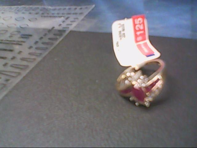 White Stone Lady's Stone Ring 10K Yellow Gold 2.8g