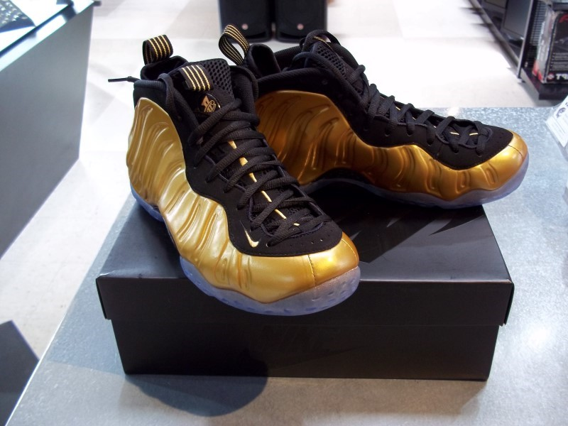 NIKE AIR FOAMPOSITE ONE GOLD SIZE 9.5
