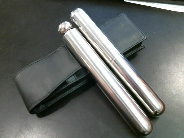 CIGAR AND FLASK SET