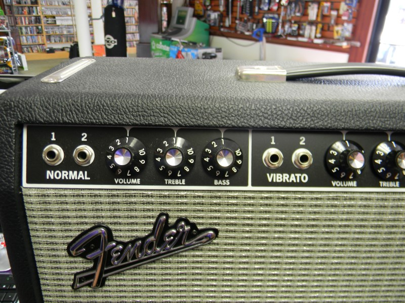 Fender 65 Deluxe Reverb 22W Guitar Combo Amplifier *LOCAL PICKUP*