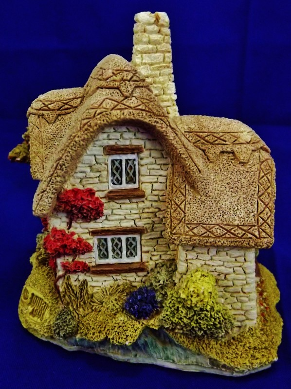 LILLIPUT LANE BEEHIVE COTTAGE