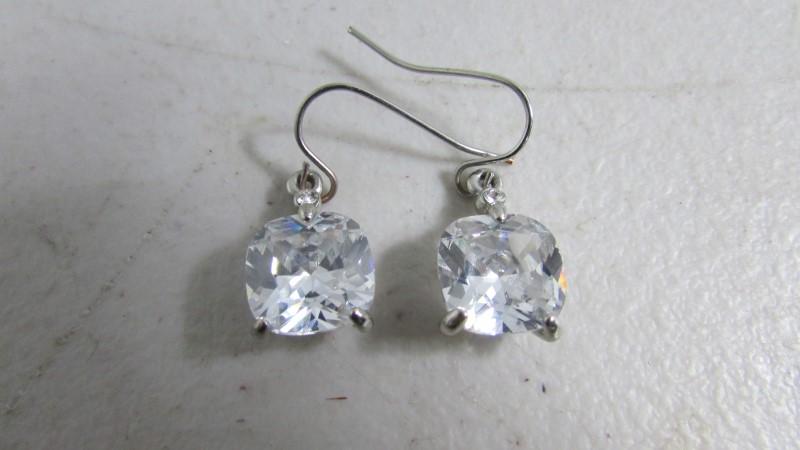 Silver-Diamond Pendant .03 CT. 925 Silver 0.03g