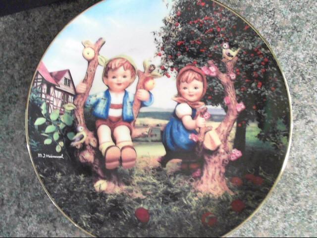 "MJ HUMMEL DANBURY MINT PLATE"" APPLE TREE BOY AND GIRL"""
