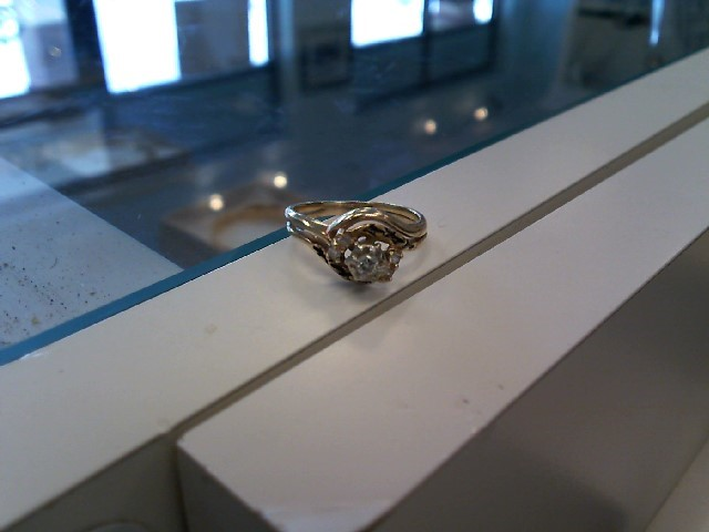 Beautiful 14K Yellow Gold Cluster Diamond Engagement Ring 2.5 Grams (Size 4.75)