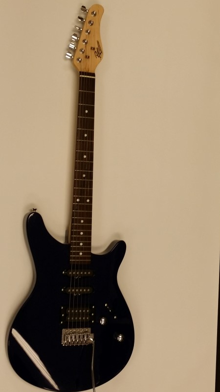 ROGUE MUSICAL INSTRUMENTS Electric Guitar ROCKETEER