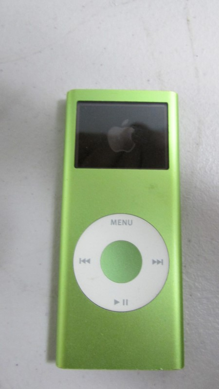 "APPLE IPOD IPOD A1199, 4GB ""NEEDS NEW BATTERY"""