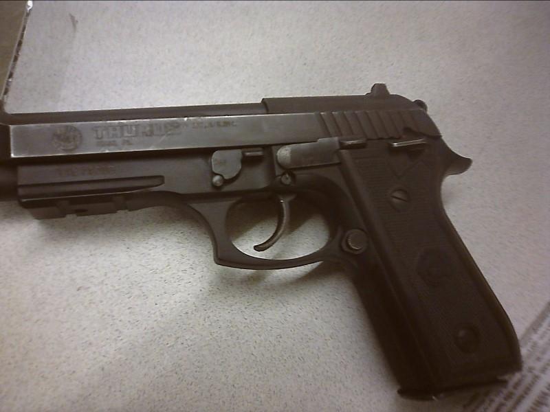 TAURUS Pistol PT 92 AR 9MM USED