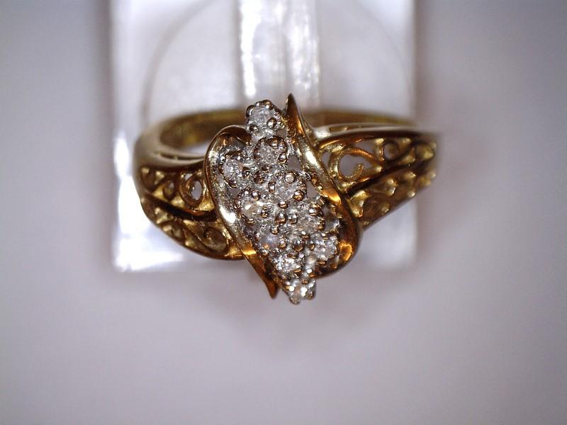 Lady's Diamond Cluster Ring 10 Diamonds .10 Carat T.W. 14K Yellow Gold 2.23dwt