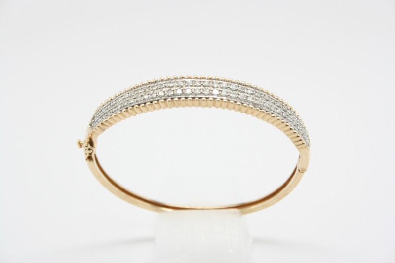GOLD DIAMOND BANGLE BRACELET 1.32CTW