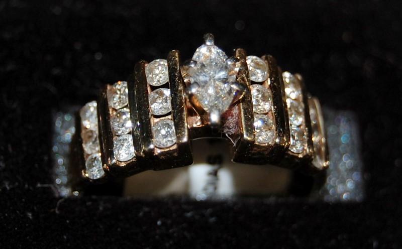 10K Yellow Gold Lady's Diamond Ring 4.7G 0.97CTW Size 6.75