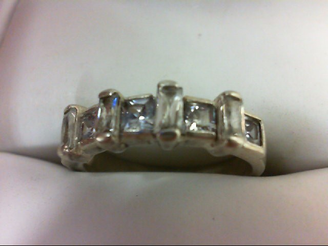 Lady's Silver Ring 925 Silver 2.4g