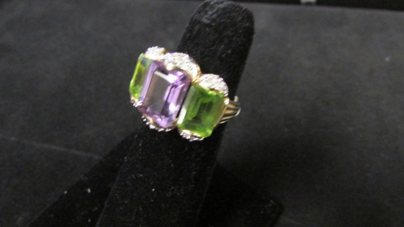 Synthetic Peridot Lady's Stone & Diamond Ring 18 Diamonds .18 Carat T.W.