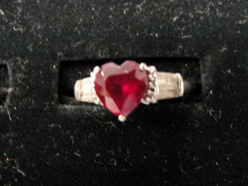 Red Stone Lady's Stone Ring 10K White Gold 2.3g