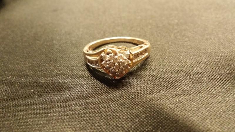 Lady's Diamond Cluster Ring 15 Diamonds .15 Carat T.W. 10K Yellow Gold 2.5dwt