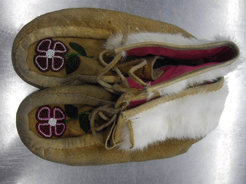 HAND MADE Sculpture/Carving NATIVE BEADED MOCCASSINS