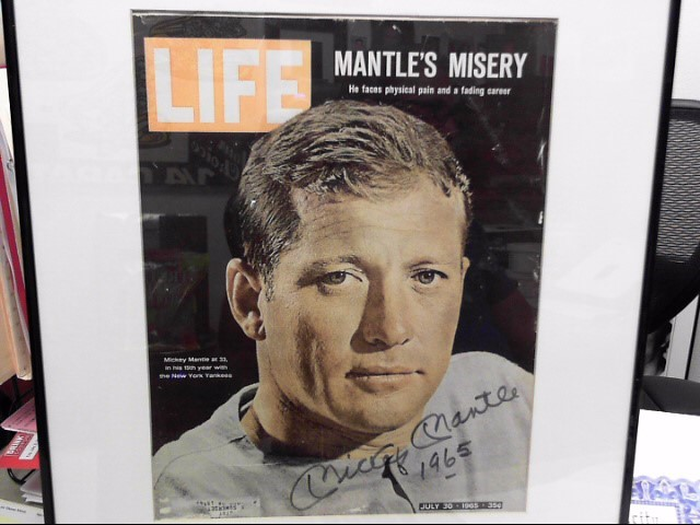 MICKEY MANTLE NEW YORK YANKEE SIGNED LIFE MAGAZINE FROM JULY 30 , 1965 WITH CERT