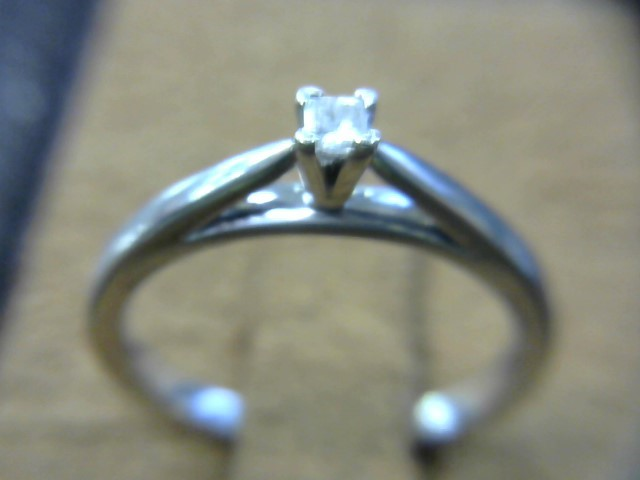 Lady's Silver-Diamond Ring .07 CT. 200 Silver 1.7dwt