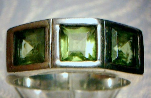 Peridot Lady's Silver & Stone Ring 925 Silver 4dwt Size:6