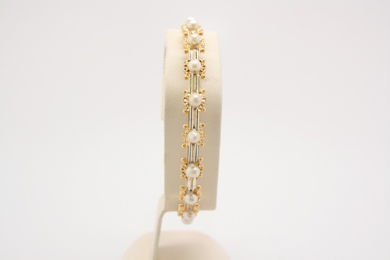 22K YELLOW GOLD BANGLE BRACELET WITH PEARLS