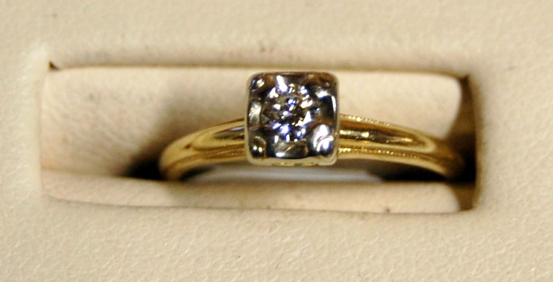 14K Yellow Gold Lady's Diamond Engagement Ring 1.7G 0.15CTW Size 5.25