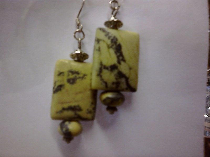 DANGLE EARRINGS WITH YELLOW/GREEN STONE SQUARE CABOCHON AND BEAD.