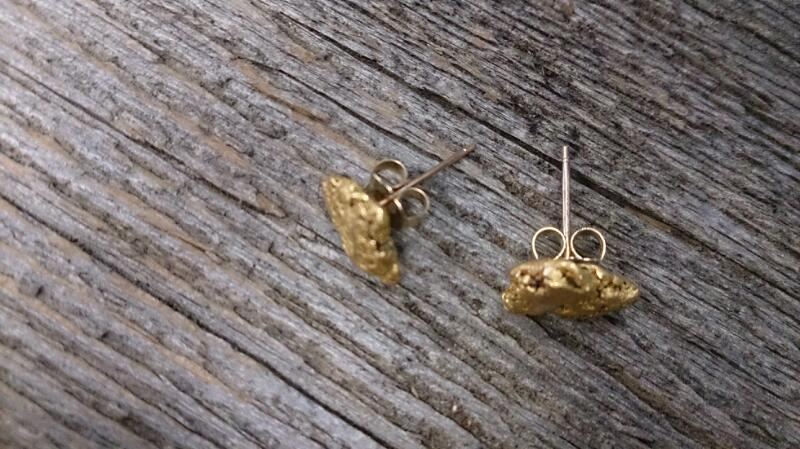 22K nugget post earrings YG 2.7g