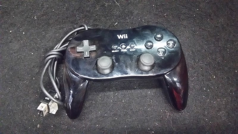 Nintendo Wii Controller w/Charger - Black